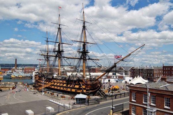 El restaurado H.M.S. Victory convertido en museo en el puerto británico de Portsmouth