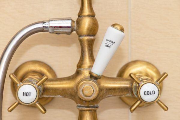 Por que en gran bretana se utilizan dos grifos para lavarse las manos antiguo
