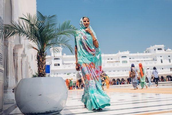 Por que llevan las mujeres hindues un punto rojo en la frente india
