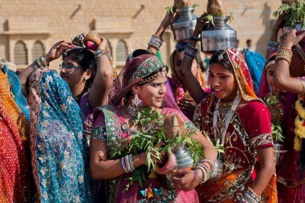 Por que llevan las mujeres hindues un punto rojo en la frente mujeres