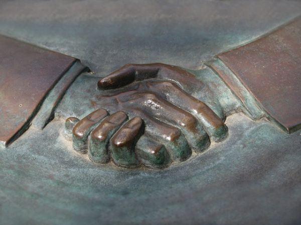 resumen-guerra-franco-prusiana-manos