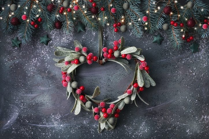 Come mettere un vischio a casa decorando a forma di cuore
